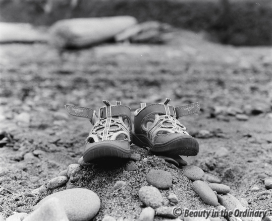 Shoes_on_the_Beach