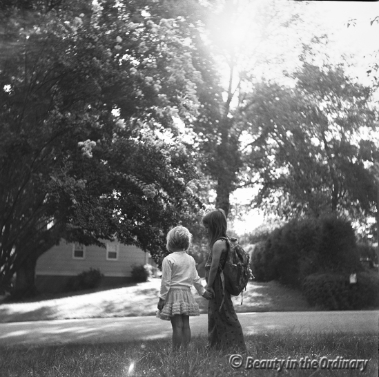 yashica_635_waiting_for_school_bus